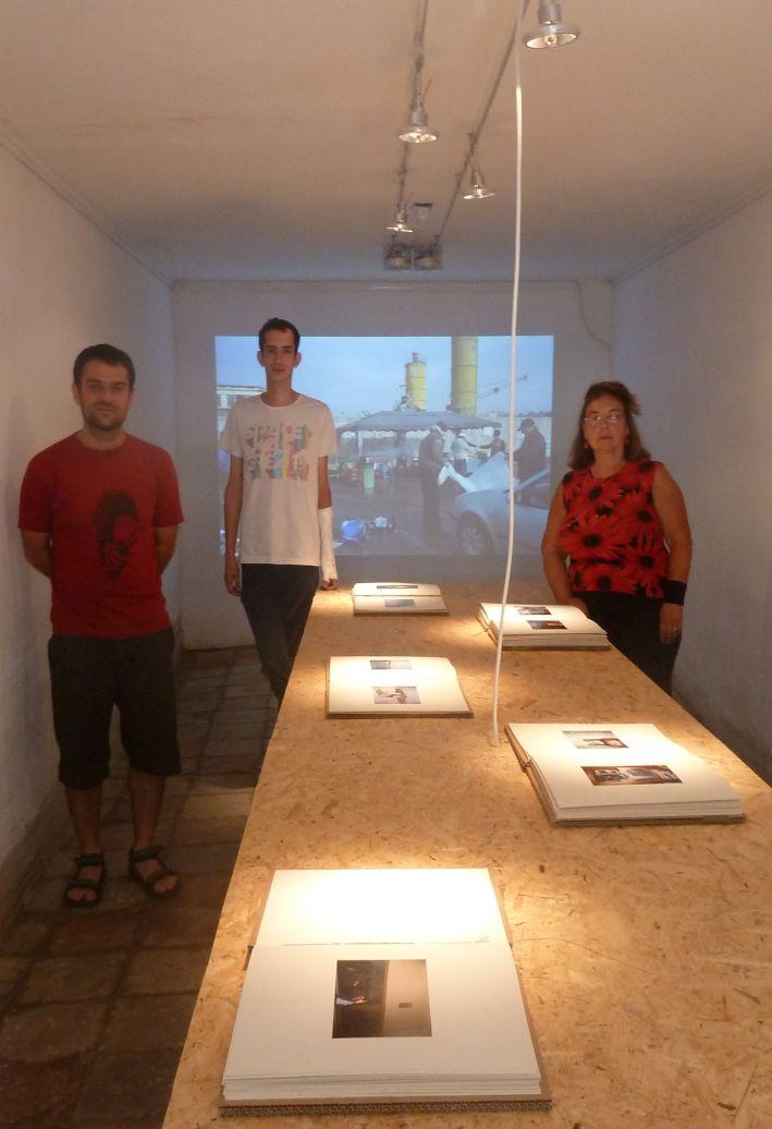 Expozitia cu poze din aparate foto gasite la talciocuri