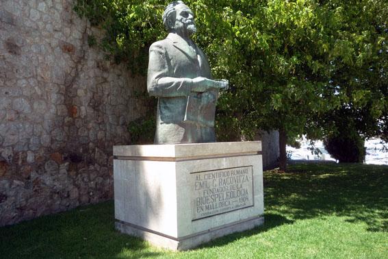 Bust Emil Racovitza la Palma de Mallorca