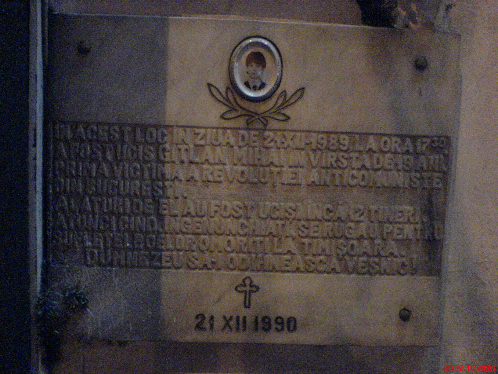 Placa comemorativa a tanarului erou Mihai Gitlan