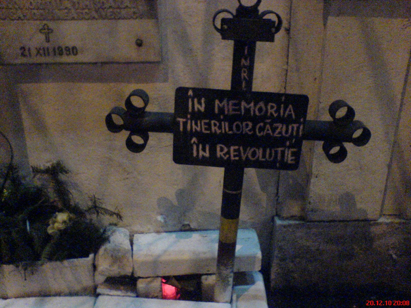 Crucea in memoria tinerilor cazuti