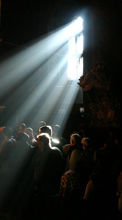 raze de sorare in biserica