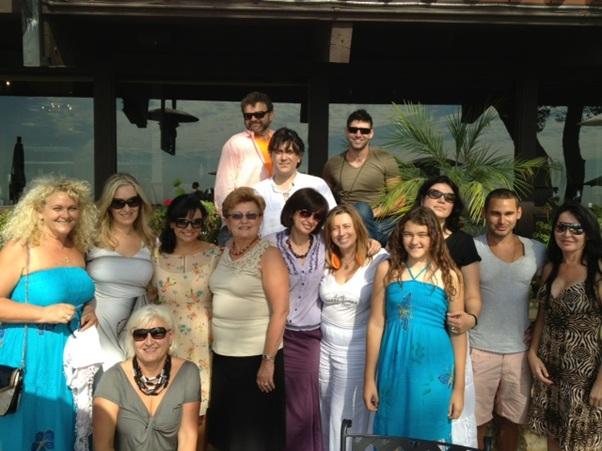 Poza Group Viitorul Roman Society cu Roxana Constantinescu